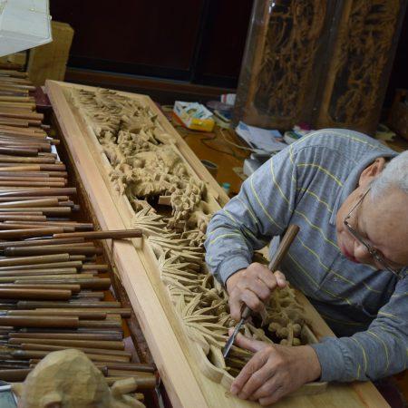 日本遺産 木彫刻のまち井波ガイド付き散策と精緻な木彫刻が美しい井波別院瑞泉寺・太子堂見学ツアー